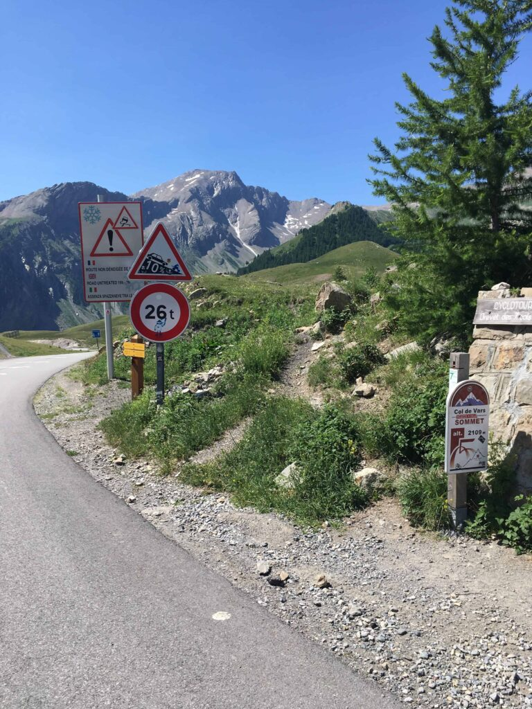 Col-de-vars-sign